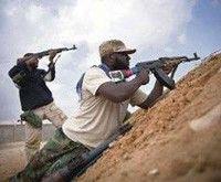 Enfrentamientos en ciudades libias y crisis en cúpula gobernante