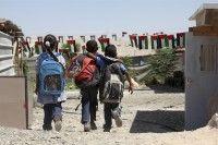 Estudiantes palestinos se dirigen a la escuela