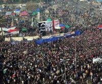 Miles de egipcios celebran en la plaza Tahrir el primer aniversario de la revolución