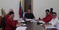 El presidente venezolano sostiene un conversatorio con parte de su gabinete ministerial, en el Palacio de Miraflores, para recordar los 10 años del golpe de Estado de 2002. Foto: VTV