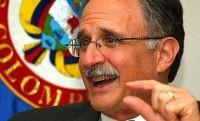 Charles Shapiro embajador de Estados Unidos en Caracas en 2002