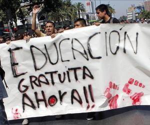 Anuncia gobierno chileno que educación universitaria será gratuita para 2016