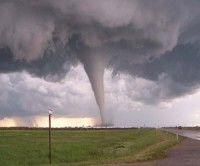 Texas sufre embates de fuertes tornados