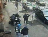 Brutalidad de la Polícia de Nueva York. Imagen: screenshot /bronx.ny1.com/