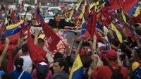 En caravana multitudinaria desde Caracas hasta el aereopuerto de Maiquetía
