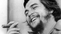 Ante la prensa. 1959. La foto corresponde a una entrevista del Che por el Canal 2 de la televisión cubana el 14 de septiembre de 1959. Foto Raúl Corral