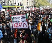 Trabajadores y estudiantes chilenos marcharán hoy por la Alameda