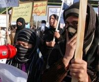 Cientos de mujeres protestan contra ejecución pública de joven afgana