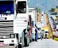 Protesta de camioneros bloquea principal autopista en sureste de Brasil