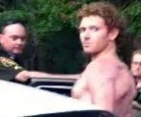 Imagen del momento de la detención de Raub por la policía federal