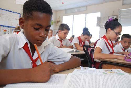 Asumen guaimareños adecuaciones en la educación para nuevo curso escolar