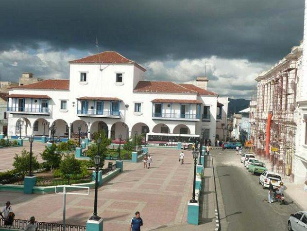 Convocan a salón de artes plásticas en Santiago de Cuba.