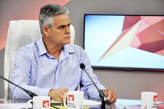 El máster Orestes Llanes, vicecoordinador nacional de los CDR, habló en la Mesa Redonda sobre la significación del pleno que tuvo lugar el jueves.