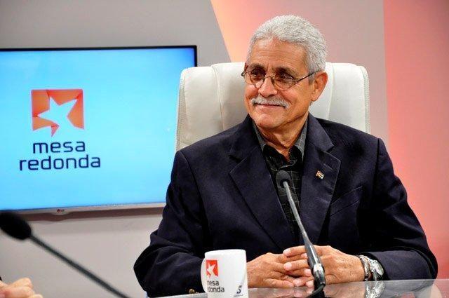 """Al decir del orfebre de esta obra, Díaz Cánter: """"Desde 1975 estuvimos de forma masiva en Angola, pero diez años antes habían llegado instructores cubanos para formar las Fuerzas Armadas Regulares de ese país, que solo contaba con destacamentos de guerrilla."""""""