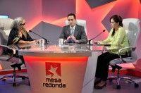 La Doctora María Elena Álvarez y la periodista del Sistema Informativo Diana Valido estuvieron como panelistas este jueves en la Mesa Redonda.