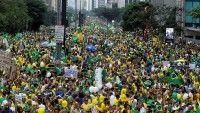 El carácter pacífico de las manifestaciones demostró la madurez de una nación que sabe convivir con opiniones divergentes y que respeta sus leyes, aseguró Dilma Rouseff.