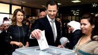 El líder sirio Bashar el Asad y su esposa, en el momento de depositar su voto. Foto: AP