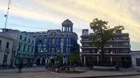 Antiguamente conocida como Plaza de la Merced, recibió su actual apelativo por los actos del movimiento obrero camagüeyano de los primeros años de la Revolución. Por su peculiar atractivo en forma de triángulo con una ceiba en el centro es este uno de los espacios más recurridos por lugareños y visitantes.