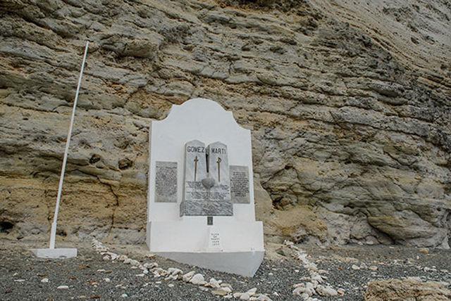 Monumento a Gómez y Martí en Playita de Cajobabo