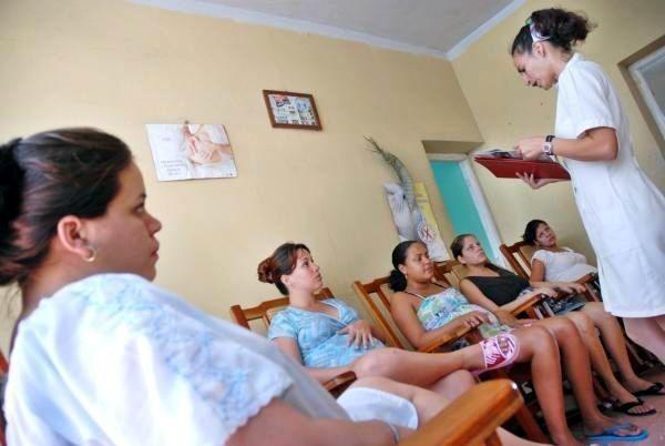 A cada mujer durante el embarazo, se le realizan no menos de 17 consultas y 30 exámenes de diagnóstico para evitar que sus hijos padezcan enfermedades graves o malformaciones congénitas