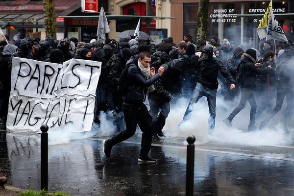 La concentración terminó en un enfrentamiento entre los manifestantes y las fuerzas del orden. Foto: Internet
