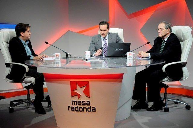 La crisis política que ha llevado al presidente Nicolás Maduro a convocar a la Asamblea Constituyente, fueron el centro del análisis de los invitados al espacio televisivo Mesa Redonda