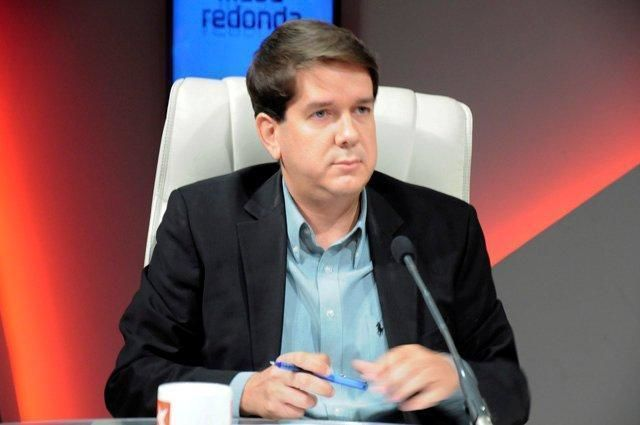 """El licenciado Jorge Legañoa Alonso, subdirector de la Agencia Cubana de Noticias, agregó que """"la derecha ha tratado de darle la vuelta para decir que esto es una traición de Nicolás Maduro a Chávez."""
