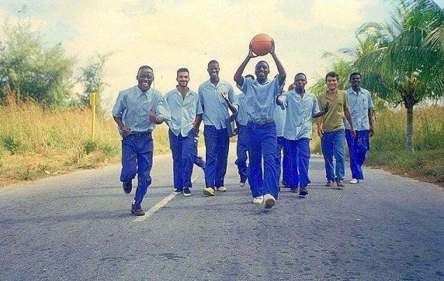 Los primeros becarios mozambicanos que llegaron a la Isla el 27, 28 y 29 de septiembre de 1977