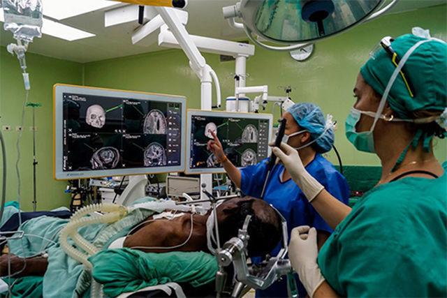 Neuronavegador BrainLab para las cirugías de columna vertebral y cráneo