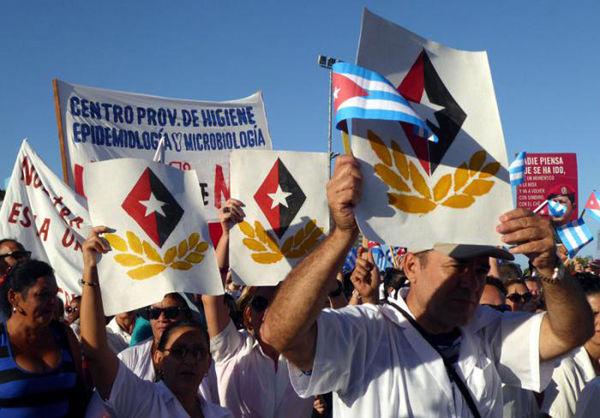 Fidel estuvo en la Plaza de la Revolución Mayor General Calixto García y desfiló junto a más de 200 000 compatriotas. Foto: Germán Veloz Placencia