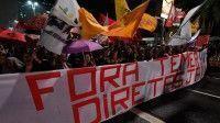 En Brasil los manifestantes gritan Fora Temer, y reclaman elecciones directas como única vía para salir de esa crisis de legitimidad, porque la desconfianza ha llegado a las más altas esferas políticas.