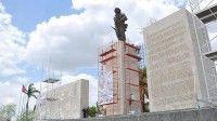 La restauración incluyó la estatua del Guerrillero Heroico, las letras metálicas contentivas de frases memorables de su legado, el soporte pétreo, el Mausoleo Frente Las Villas, y otros componentes del conjunto que integra este sitio histórico
