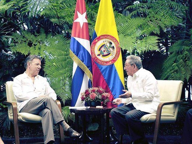 Presidente de Cuba Raúl Castro y su homólogo colombiano Juan Manuel Santos