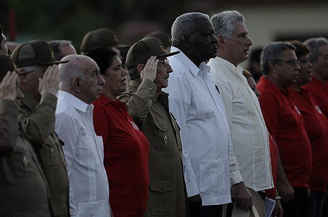 Raúl Castro y otros dirigentes de la Revolución en el acto por el 26 de Julio