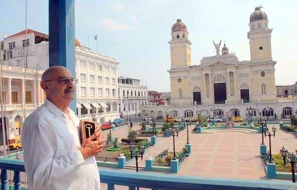 Antonio Demetrio Moltó Martorell recibiendo las llaves de la Ciudad de Santiago de Cuba