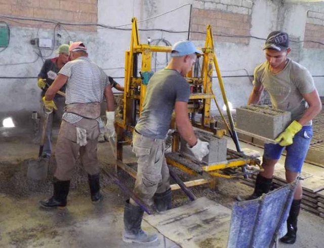Una de las prioridades es la fabricación de bloques hasta de forma manual si fuera necesario