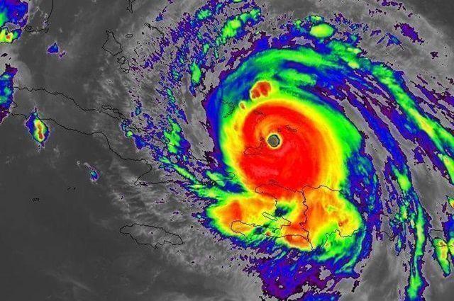 Huracán Irma llega a Cuba con vientos de hasta 260 Km/h