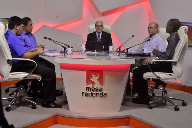 La Mesa Redonda estuvo dedicada a temas relacionados con el trabajo en los sectores de energía, petróleo y minas en durante el paso de huracanes por el territorio nacional