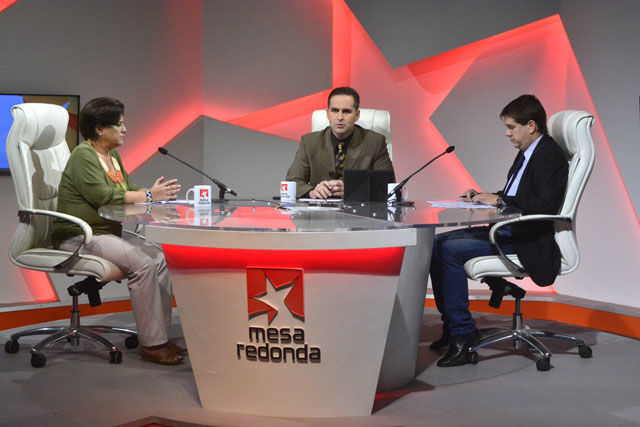 La contundente victoria alcanzada por el Partido Socialista Unido de Venezuela este domingo en las elecciones municipales fue el tema de análisis de la primera parte del programa.