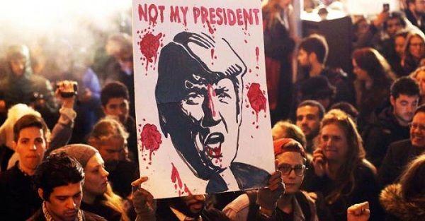 «No es mi presidente», se lee en este cartel en una manifestación en Estados Unidos contra las políticas de Donald Trump. Foto: CNBC
