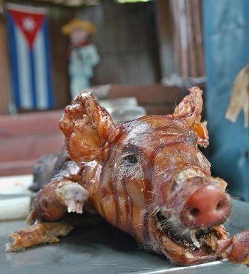 El cerdo asado es uno de los platos tradicionales de los cubanos para festejar el fin de año. Foto: Juvenal Balán