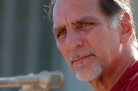 """El Héroe de la República de Cuba presentará su libro """"Escrito desde el banquillo. El diario de René"""""""