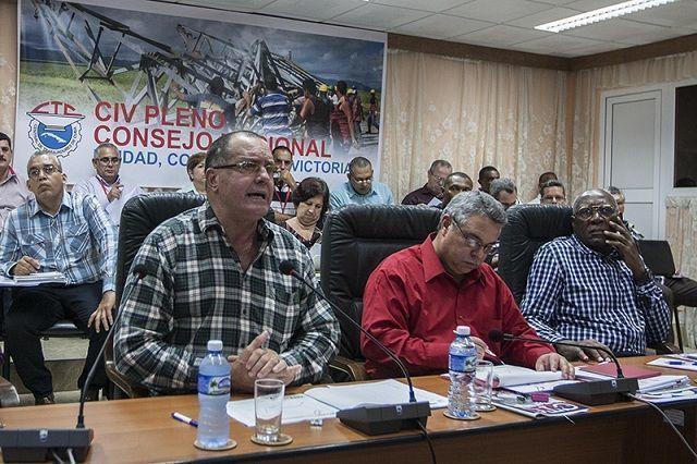 Orlando Celso García Ramírez (izquierda), presidente del grupo empresarial Azcuba. Foto: René Pérez Massola