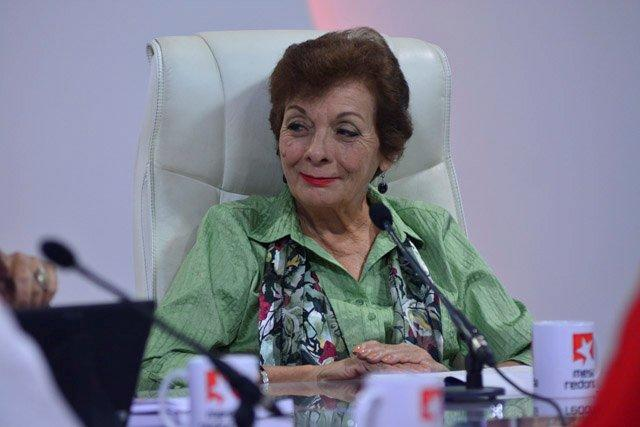 Según la profesora titular de la Universidad de La Habana, Francisca López Civeira, hay que mirar la historia desde el propio presente.