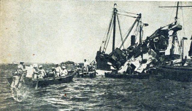 Buzos españoles trabajando en los restos del Maine. Foto: Bohemia