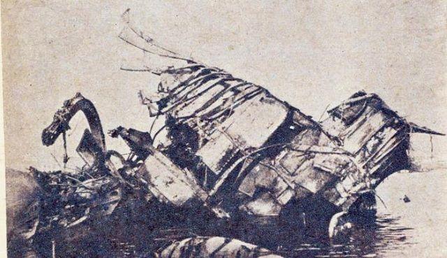 Superestructura central del Maine, incluyendo la timonera blindada, caída de lado. Foto: Bohemia