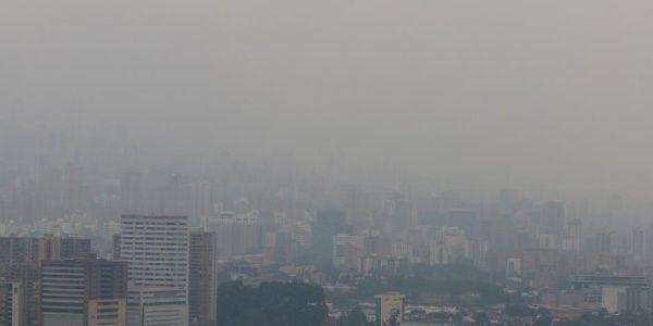Las autoridades colombianas decretaron un horario de restricción para vehículos, motos y camiones. | Foto: El Tiempo