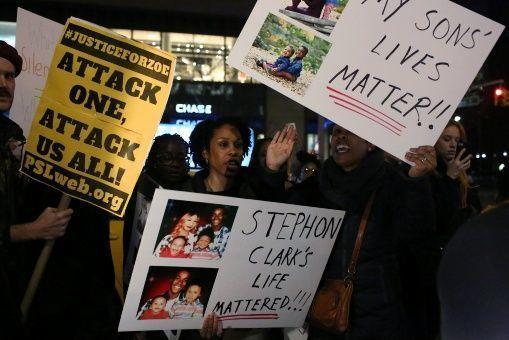 Stephon Clark era padre de dos niños, de uno y tres años de edad. | Foto: Reuters