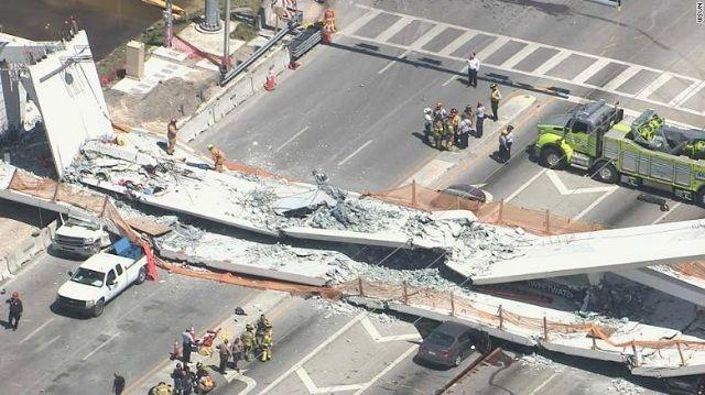 Puente peatonal derrumbado en Miami, Florida