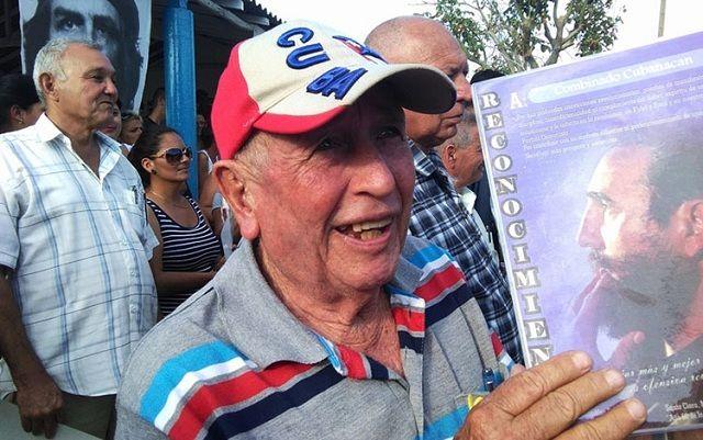 Por sus aportes en la recuperación, fueron reconocidos vecinos del lugar. Foto: Idalia Vázquez Zerquera